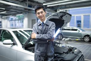 Auto mechanicの写真素材 [FYI02219890]