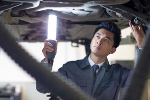 Auto mechanicの写真素材 [FYI02219921]