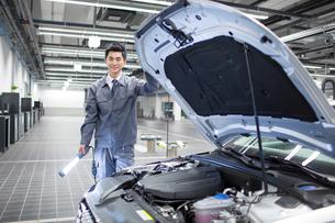 Auto mechanicの写真素材 [FYI02220232]
