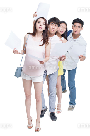 Young adults waiting in line for job interviewの写真素材 [FYI02220249]