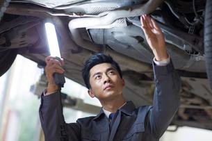 Auto mechanicの写真素材 [FYI02220546]