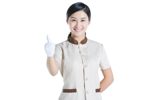 Domestic staff giving thumbs upの写真素材 [FYI02220679]