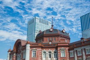 東京駅北口ドームとビルの写真素材 [FYI02220730]