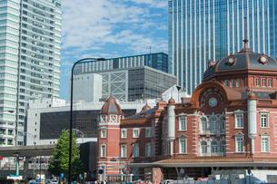東京駅北口ドームとビルの写真素材 [FYI02220797]