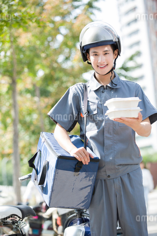 Take-out deliverymanの写真素材 [FYI02220900]