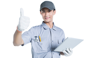 Repairman holding a digital tabletの写真素材 [FYI02220937]