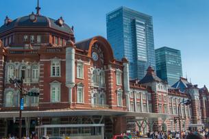 東京駅北口ドームとビルの写真素材 [FYI02220958]