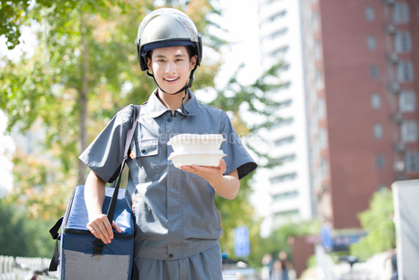 Take-out deliverymanの写真素材 [FYI02221418]