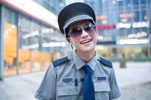 Humorous security staffの写真素材 [FYI02221472]