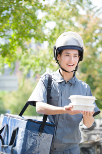 Take-out deliverymanの写真素材 [FYI02221528]