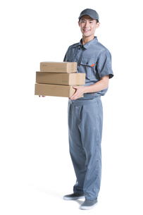 Delivery person delivering packageの写真素材 [FYI02221744]