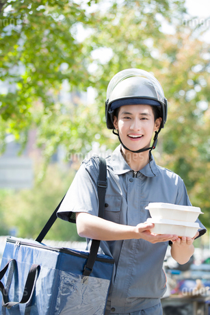 Take-out deliverymanの写真素材 [FYI02221799]