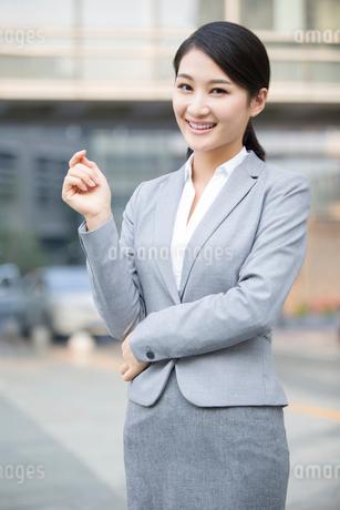 Confident young businesswomanの写真素材 [FYI02221976]