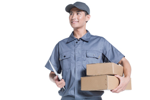 Delivery person delivering packageの写真素材 [FYI02222074]