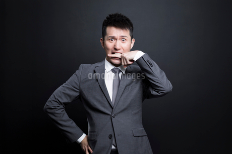 Scared Chinese businessmanの写真素材 [FYI02222296]