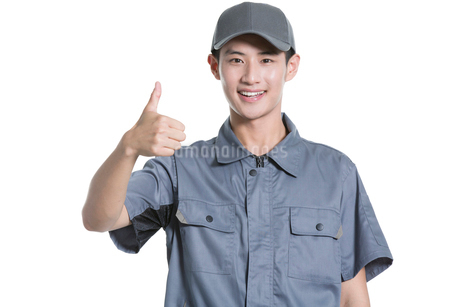 Delivery person giving thumbs upの写真素材 [FYI02223073]