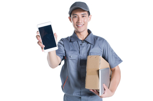 Delivery person showing smart phoneの写真素材 [FYI02223150]