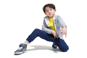 Cute boy break dancingの写真素材 [FYI02223802]