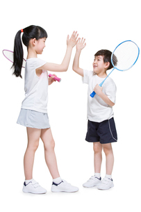 Cute children playing badmintonの写真素材 [FYI02224268]