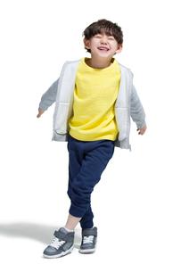 Cute boy break dancingの写真素材 [FYI02224363]