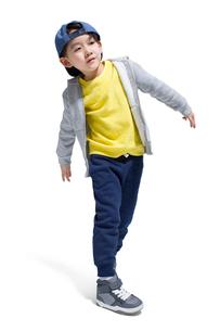 Cute boy break dancingの写真素材 [FYI02224486]
