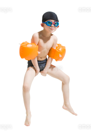 Cute boy in swimsuit with water wingsの写真素材 [FYI02224530]