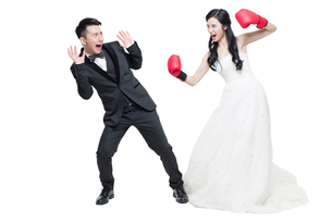 Humorous bride and groomの写真素材 [FYI02224587]