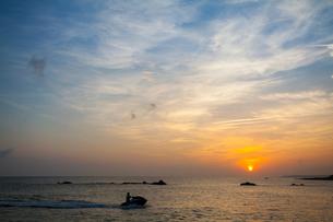 Sunset over sea in Taiwan, Chinaの写真素材 [FYI02224756]