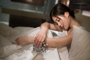 Young woman suffering from insomniaの写真素材 [FYI02225300]