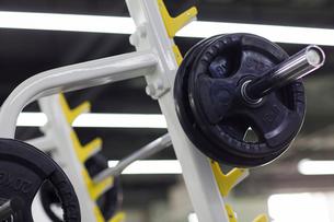 Exercise equipment in gymの写真素材 [FYI02225304]