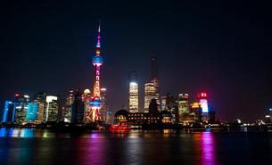 Shanghai cityscape at night,Chinaの写真素材 [FYI02225464]