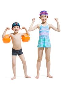 Cute children in swimsuitの写真素材 [FYI02225495]