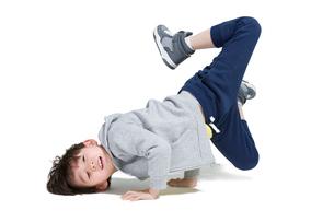 Cute boy break dancingの写真素材 [FYI02225547]