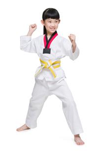 Cute girl practicing Tae Kwon Doの写真素材 [FYI02225688]