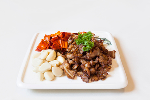 Pork belly, garlic and chilliの写真素材 [FYI02225787]