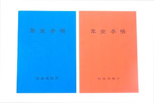 2冊の年金手帳の写真素材 [FYI02226030]