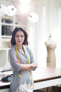 Portrait of female fashion designerの写真素材 [FYI02226151]