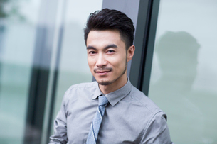 Portrait of confident businessmanの写真素材 [FYI02226163]