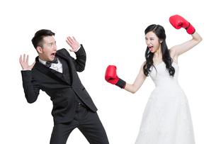 Humorous bride and groomの写真素材 [FYI02226517]