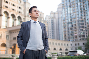 Confident Chinese businessman looking at viewの写真素材 [FYI02226730]