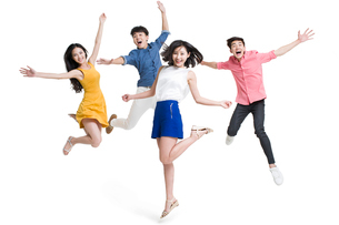 Happy young friends jumpingの写真素材 [FYI02226759]