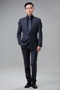 Portrait of mid adult businessmanの写真素材 [FYI02226909]