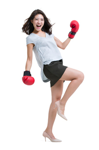 Happy young woman wearing boxing glovesの写真素材 [FYI02226975]