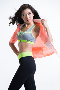 Confident young Chinese female athleteの写真素材 [FYI02226988]