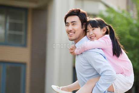 Happy father and daughterの写真素材 [FYI02227071]