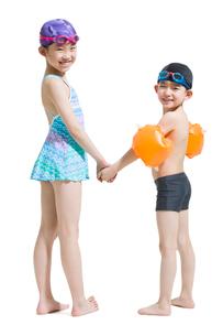 Cute children in swimsuitの写真素材 [FYI02227341]