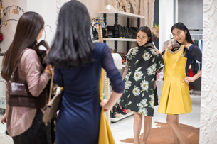 Best Chinese female friends shopping in clothing storeの写真素材 [FYI02227701]