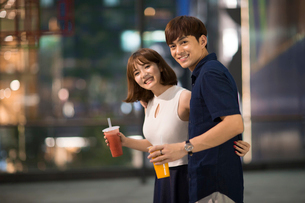 Happy young couple datingの写真素材 [FYI02227943]