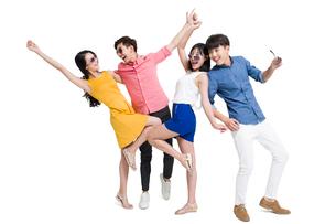 Happy young friendsの写真素材 [FYI02228159]