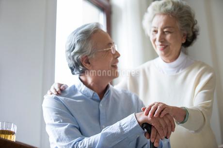 Happy senior coupleの写真素材 [FYI02228392]